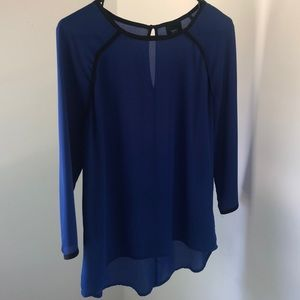 Blue and black 3/4 sleeve flowy top